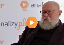 Prof. Jerzy Bralczyk o języku w świecie finansów: czasem dobrze do niego zaprosić